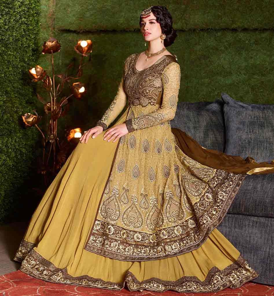 How to Carry a Westernized Outfit for Your Wedding Day Too