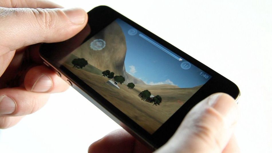 The Advantages Of Mobile Phone Games Hit86game Medium