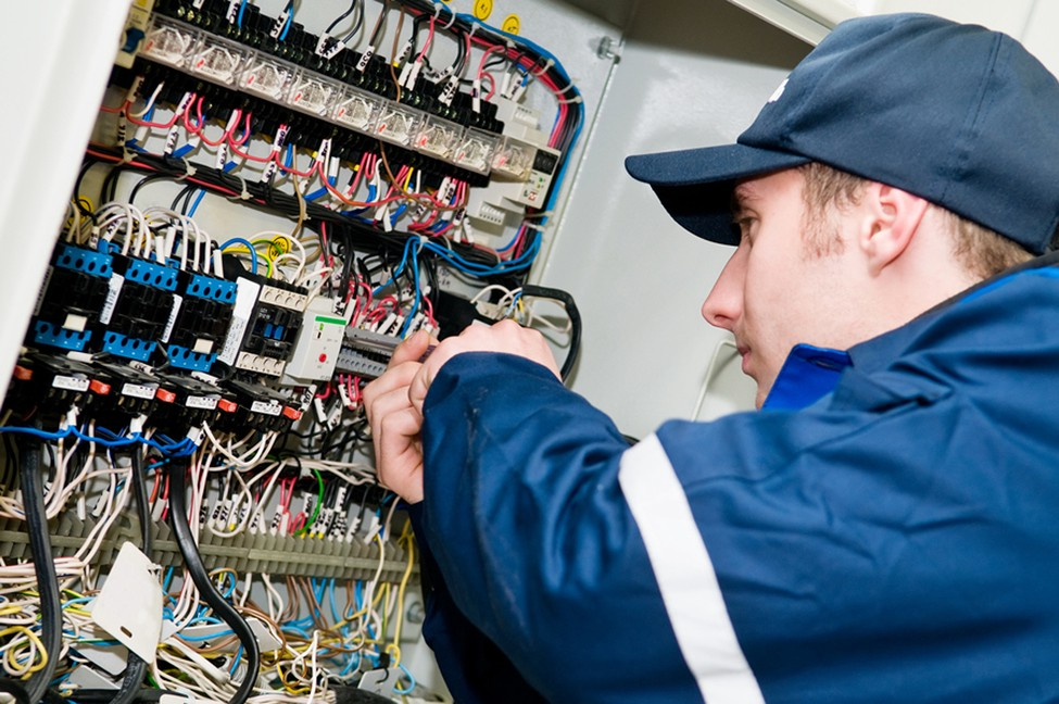 electrician jobs description and responsibility